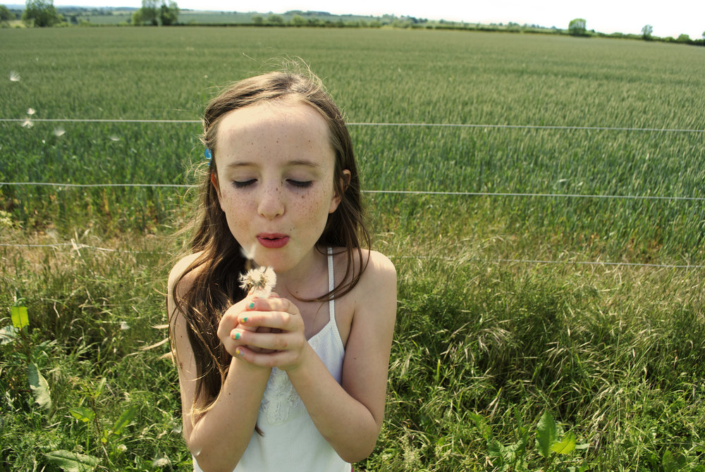 PORTRAITS | Girl with Dandelion, Oxfordshire, United Kingdom