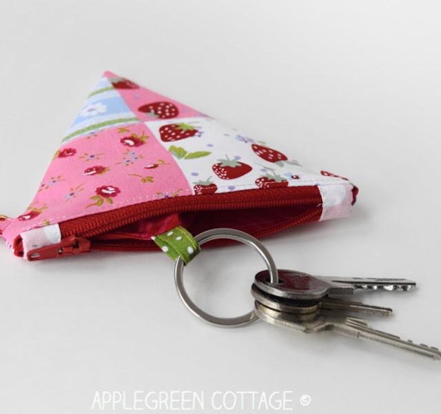 Key-Pouch-diy-coin-purse-applegreencottage.jpg