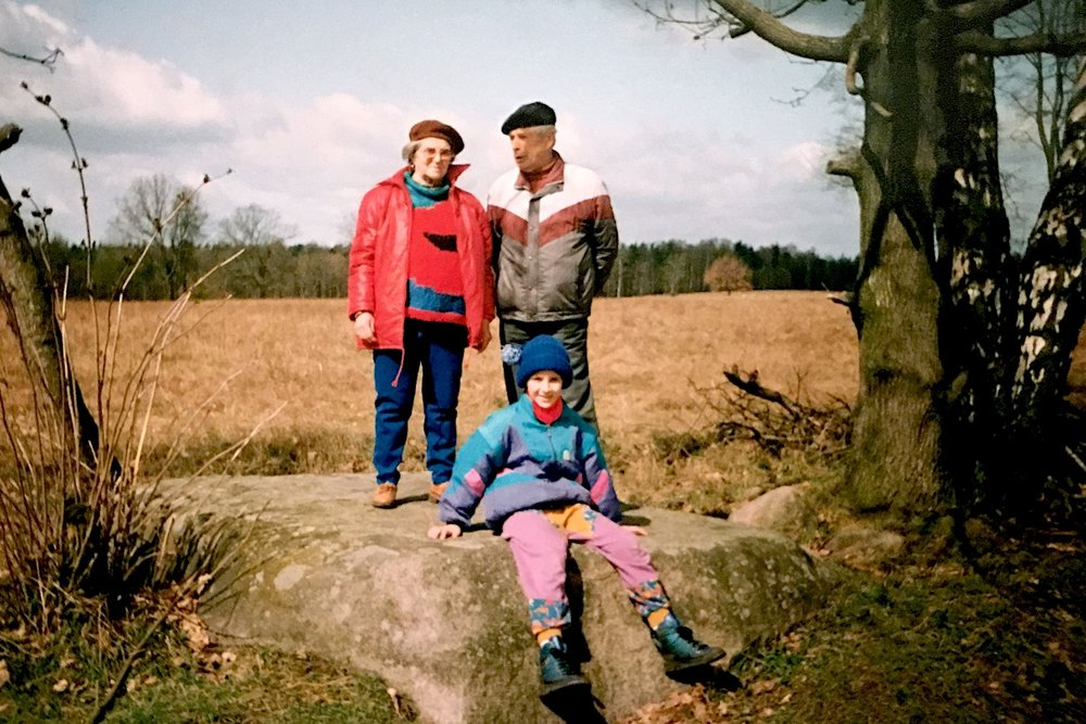 Family Photo Archive  Sindy Butz with grandparents  1991, Blumenthal Stone, Prötzel Stadtstelle, Germany