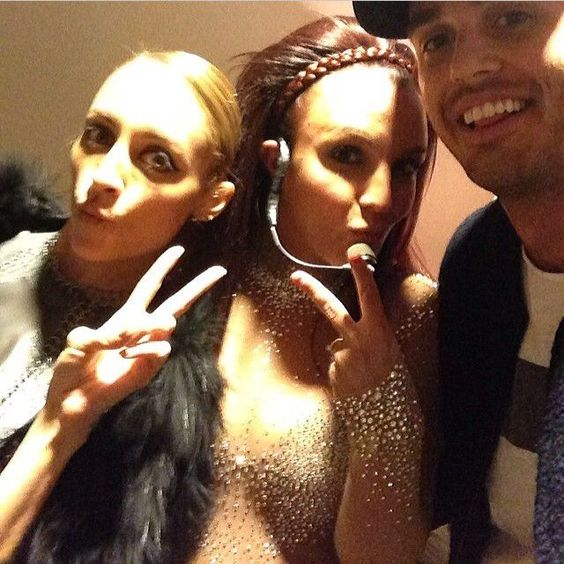 1fe589411f8c98852f372d1fcac27366--celebrity-selfies-britney-spears-photos.jpg