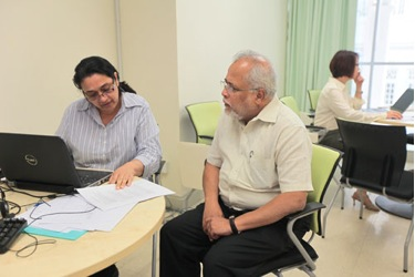 Prof Mohandas (right) in discussion with Prof Kuldip