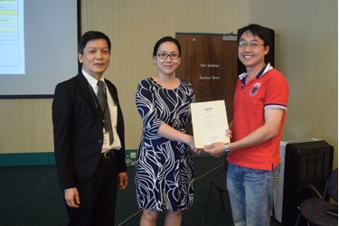 Dr Wendy presents Dean's List award to Chong Su Phei