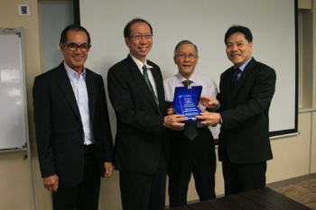 Dr Setiawan (right) presents his university's plaque to WOU.