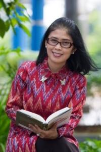 Prof Belawati.