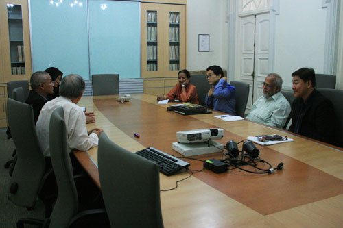 (Facing, from right): Yeong, Prof Mohan, Dr Andy and Prof Madhulika.