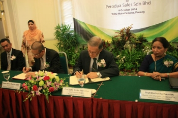 Signing by Datuk Aminar (2nd from left) and Prof Ho