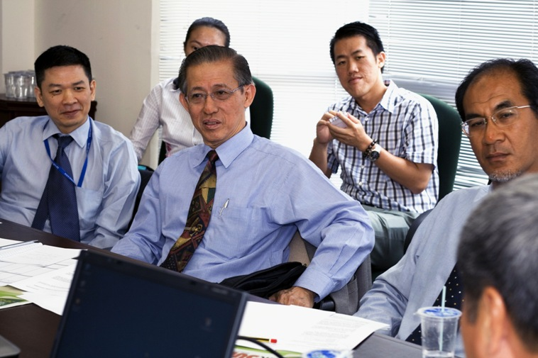 From left to right: Dr David Ngo Chek Ling, Dato' Lee Ow Kin, and Prof Ahmad Yusof.