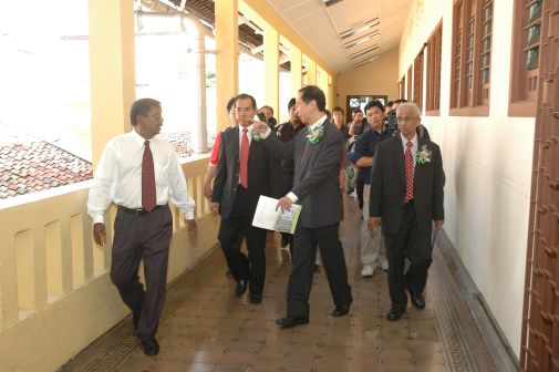 Dr Koh is given a tour of the Regional Office.