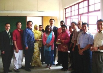 Johor Bahru Regional Office Director Ng Peng Long with WOU tutors and students.