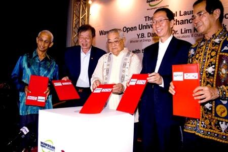 (From left): Tan Sri Emeritus Prof Gajaraj Dhanarajan, Dr Lim, Tun Dr Lim Chong Eu, Penang Chief Minister Tan Sri Dr Koh Tsu Koon and Dato' Seri Stephen Yeap.