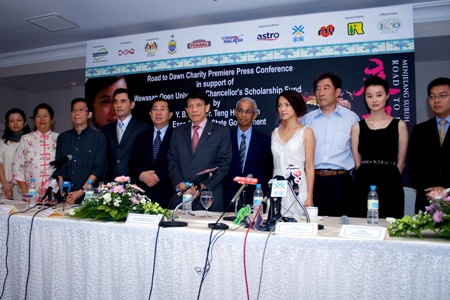 (From left) Scriptwriter Meazi, Line Producer Goh Mai Loon, Taiwanese actor Winston Chao Wen-Hsuan, YB Datuk Seri Chia Kwang Chye, YB Dato' Dr Teng Hock Nan, Prof Dhanarajan, Malaysian actress Angelica Lee Sin Jet, Executive Producer Wang Jian Cheng, and Chinese actress Wu Yue at the press conference.