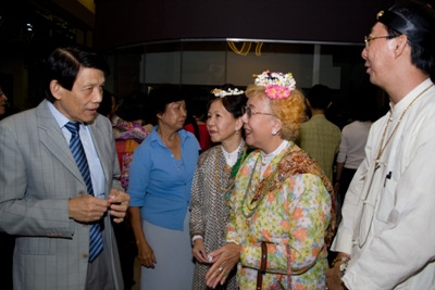 Dr Teng Hock Nan talking to some of the invited guests dressed in traditional Baba Nyonya costumes at the Charity Premiere at GSC.