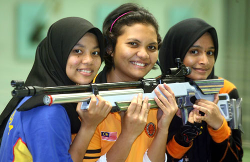 National shooters (from left to right): Muslifah, Nursuryani Mohd Taibi and Shahera.