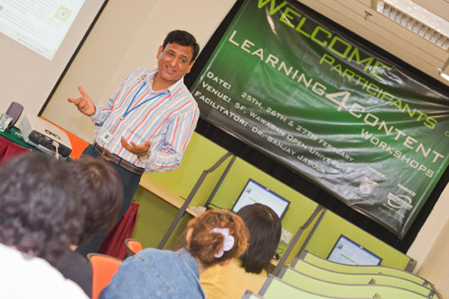 Dr Sanjay Jasola facilitates the workshop.