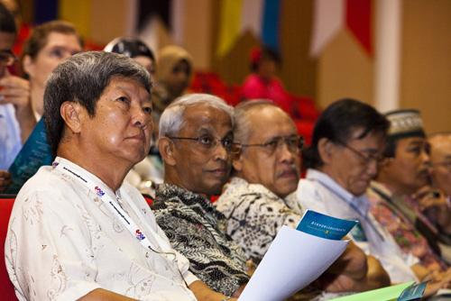 (From left) Deputy Vice Chancellor Prof Wong Tat Meng, Vice Chancellor Tan Sri Emeritus Prof Gajaraj Dhanarajan, and Poets Prof Muhammad Salleh, Wong Phui Nam, and Marzuki Ali.