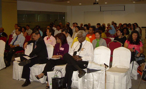 Dr Lee and Assoc Prof Dr Saidatul seated in front (2nd and 3rd from right).