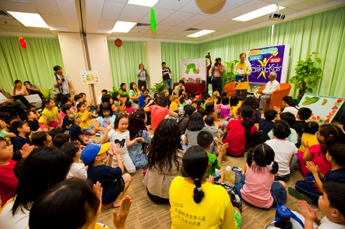 The large crowd of kids and parents at the reading session.