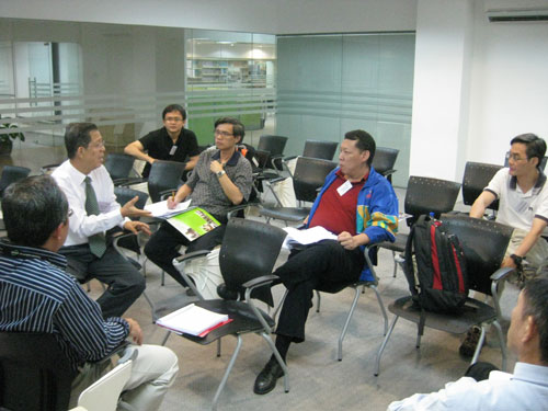 Prof Chee (in tie) conducts a workshop.