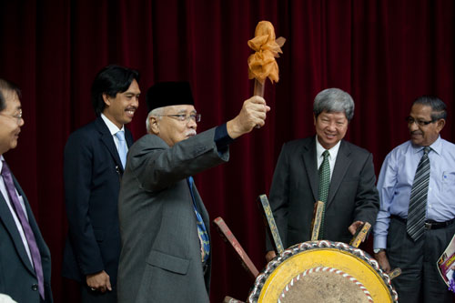 Tun Abdul Rahman poised to strike the gong.