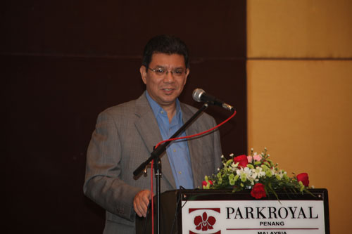 Deputy Higher Education Minister Datuk Saifuddin Abdullah delivers his speech.