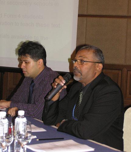 Prof Malachi Edwin Vethamani presents his talk.