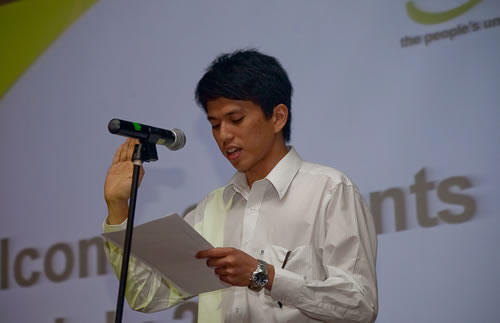 Kavin Chan leads in the oath-taking.