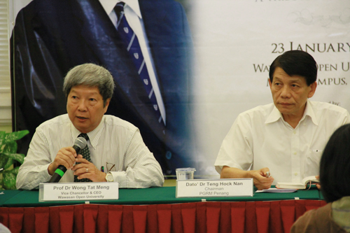 Prof Wong (left) and Penang Gerakan Chairman Dato' Dr Teng Hock Nan chair the press conference.