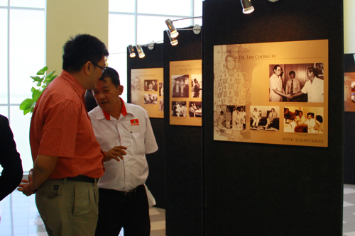 Gazing at photo of a young Tun Lim shaking hands with a young Dato' Seri Najib Tun Razak.
