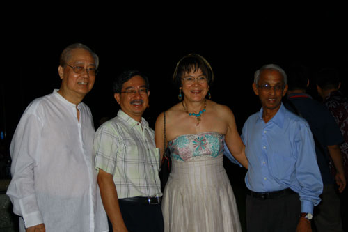 From right: Former WOU Vice Chancellor Prof Dhanarajan, Datin Seri Irene Yeap and WEF member Chia Loong Thye.