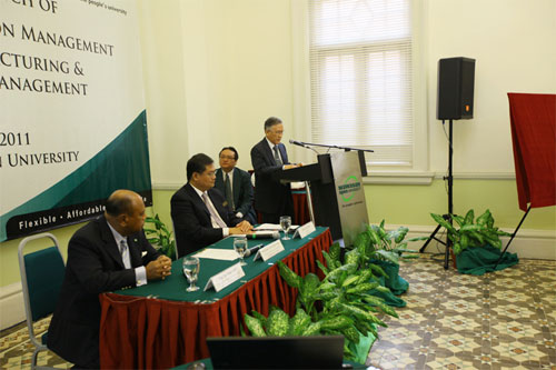 Prof Ho delivers his speech as (seated from left) Dato' Seri Nazir and Dato' Jerry Chan listen attentively.