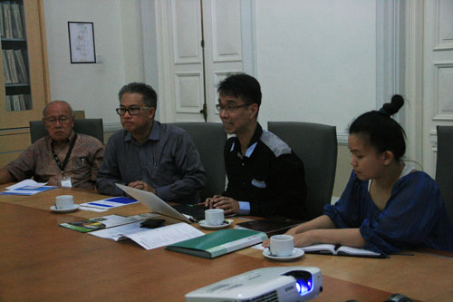 The visitors (from left) - Dr Chin, Leon Chan, Derek Wong and Ann Goh.