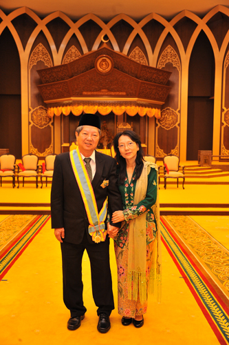 Prof Wong and Dr Annie at the palace.