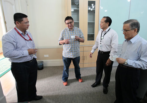 Jerome (left) and Dr Paul Leow (centre) chat with Deputy Vice Chancellor (Operations) Dr Seah Soo Aun and Vice Chancellor Prof Dato' Dr Ho Sinn Chye.