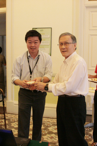 Lecturer Jason Lee receives his certificate from the Vice Chancellor during the presentation ceremony.