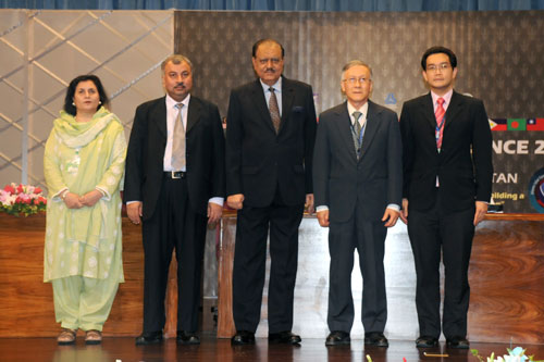 President of Pakistan Mamnoon Hussain (centre).
