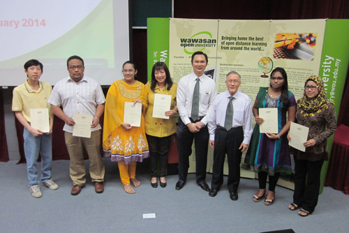 Prof Ho (3rd from left) and JBRC Director Dr Ng Peng Long (4th from right) with Dean's List award recipients.
