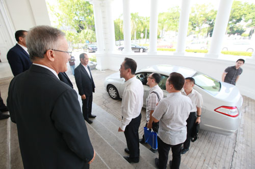 Mr Wu Jun (white shirt, centre) being greeted upon arrival at the University.