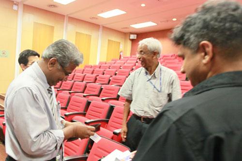 Tan Sri Emeritus Prof Gajaraj Dhanarajan (centre) with Prof Hazman (left).