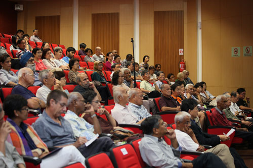 (Seated, front, from left) Dr S Nagarajan and Tan Sri Emeritus Prof Gajaraj Dhanarajan from WOU's Centre for Dialogue.