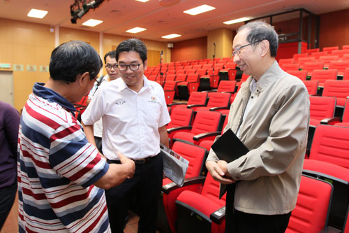 Member of WOU's Board of Governors, Chia Loong Thye (left) with Member of Parliament for Bayan Baru, Sim Tze Tzin (centre) and Koh.