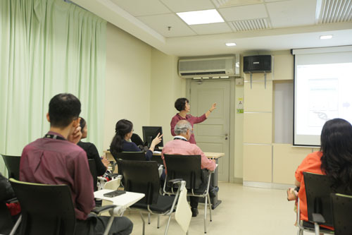 Explaining the history of mobile learning in Korea National Open University.