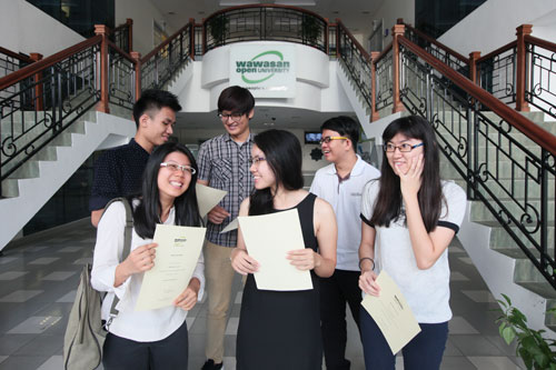 Clockwise, back row, from left: Dean's List recipients Teoh Ewe Mun, Yuven Yeoh Yew Mu, Tan Ken Lin, Ng Xin Pei, Lee Pei Fong and Melissa Wan.
