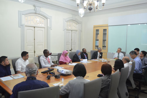 Prof Ho welcomes the delegation from Al-Madinah International University.