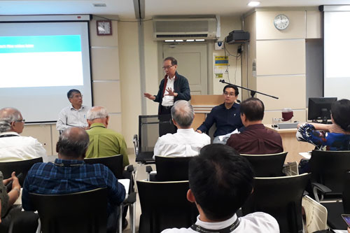 Dr Koh (standing) moderates the Q&A session. At the front (facing camera) are the speakers, Dr Liew (right) and Wong (left).