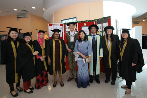 Jomo with spouse, Dr Felice Noelle Rodriguez, and the academics from the School of Humanities and Social Sciences.