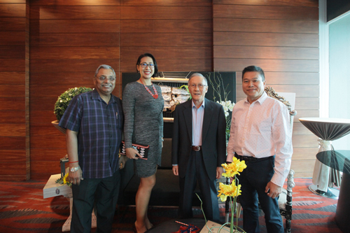 Prof Ho pose with recipients (from right) K H Chong, Choy Paik Lin and Prof Santhiram.