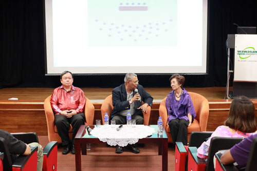 Prof Santhiram moderates the Q&A session with Dr Chiam and Dato' Dr Lai Fong Hwa.