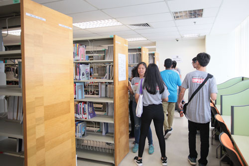 The students check out the collections in the University library.