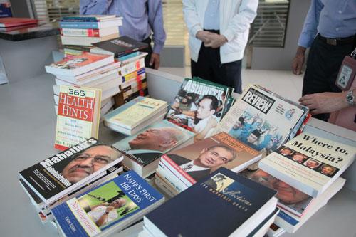 Books and magazines on politics.