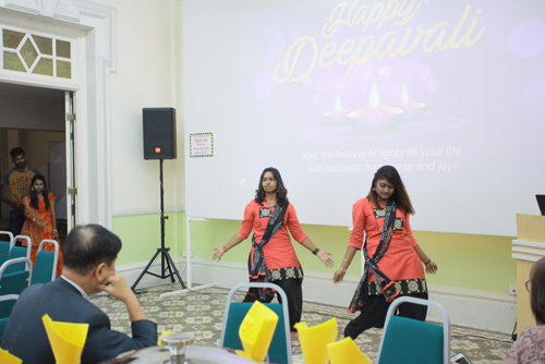 Nerroshini and Kawesshine (right) perform as Asswni (far left) looks on.